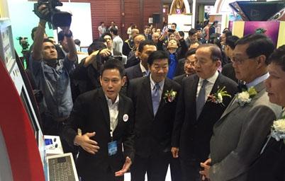 หม่อมอุ๋ย เยี่ยมชมบริการเทคโนโลยีสารสนเทศภาครัฐ EGA สนองรับนโยบายดิจิทัล อีโคโนมี ในงาน NBTC EXPO THAILAND 2015 (NET2015)
