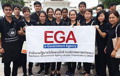 EGA ร่วมปฏิบัติงานอาสาอำนวยความสะดวก บริการอาหารและเครื่องดื่มแก่ประชาชนที่เดินทางมาถวายสักการะพระบรมศพฯ