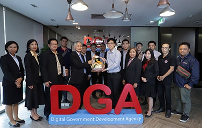 """DGA (สพร.) ให้การต้อนรับคณะผู้บริหาร ข้าราชการและเจ้าหน้าที่จากสถาบันวิทยาลัยชุมชน เข้าเยี่ยมชมและศึกษาดูงาน """" บทบาท ภารกิจ และการให้บริการ ของสำนักงานพัฒนารัฐบาลดิจิทัล """""""