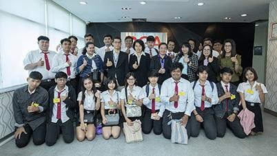"""DGA (สพร.) ให้การต้อนรับ คณาจารย์และนักศึกษาวิทยาลัยพณิชยการธนบุรี เข้าศึกษาดูงานหัวข้อ """"บริการของสำนักงานพัฒนารัฐบาลดิจิทัล GIN, G-Cloud, MailGo Thai และ Government Website Standard"""""""