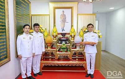 DGA เข้ารับพระราชทานผ้าพระกฐินพระราชทาน ประจำปี 2563 ต่อหน้าพระบรมฉายาลักษณ์ พระบาทสมเด็จพระเจ้าอยู่หัว