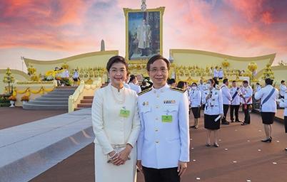 ดร.สุพจน์ เธียรวุฒิ ผู้อำนวยการสำนักงานพัฒนารัฐบาลดิจิทัล และภริยา ร่วมเฝ้าฯรับเสด็จพระบาทสมเด็จพระเจ้าอยู่หัวและสมเด็จพระนางเจ้าพระบรมราชินี
